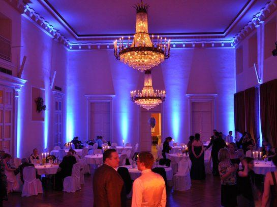 Koehne_5. gr. Saal Nacht-Ambiente blau